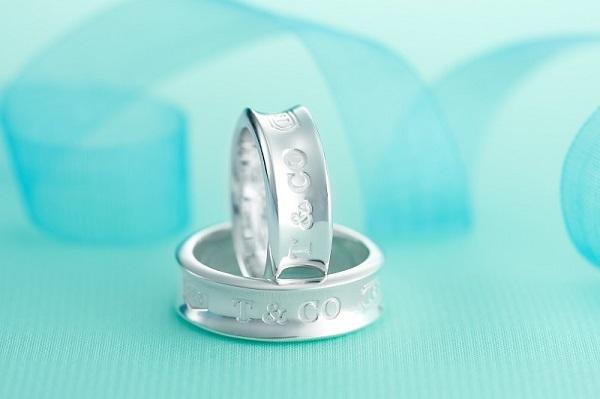 TIFFANY ベーシックペアリング TIF-12492596、ホワイトデーお返し彼女ジュエリー アクセサリー ペアネックレス ペンダント 花束 指輪 ペアリング